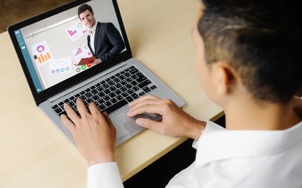 Cursos gratuitos online de gestão empresarial começam neste mês na região da Foz do Itajaí